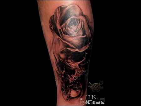 Realistic  Skull  Rose  Clock Black Grey Lower Leg