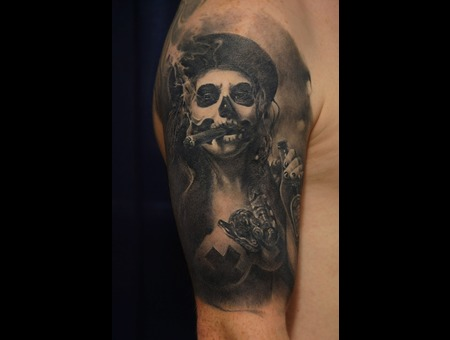 Realism  Cigar Black Grey Arm