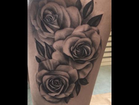 Roses  Realistic  Feminine Black Grey Thigh