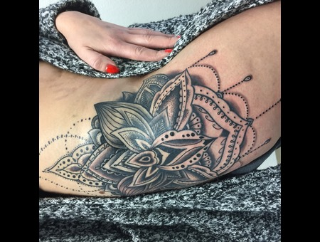 Mandala Free Hand Black Grey Hip