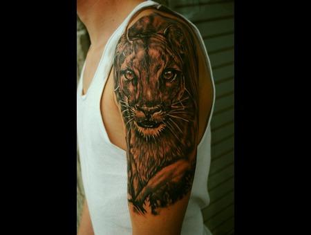 Puma  Lion  Arm Black White