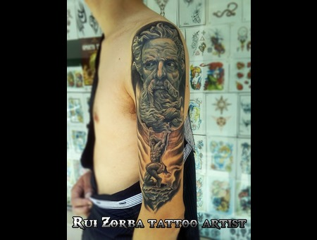 Zeus Atlas Halfsleeve Black Grey Arm