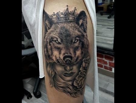 Wolf Woman King Crown Black Grey Thigh
