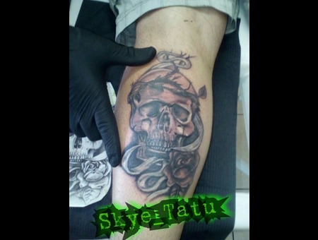 Skull And Rose Black Grey Lower Leg