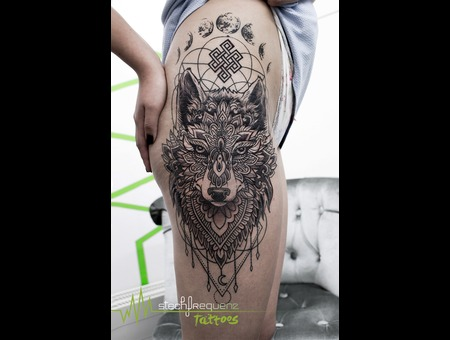 Mandala  Wolf  Dotwork Black Grey Hip