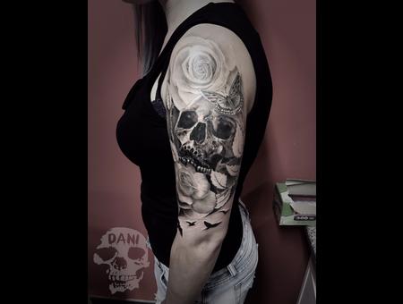 Rose  Skull Black Grey Arm