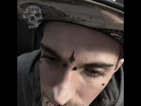 Karo Black Grey Head
