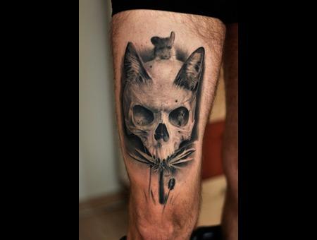 Skull  Black Grey Thigh