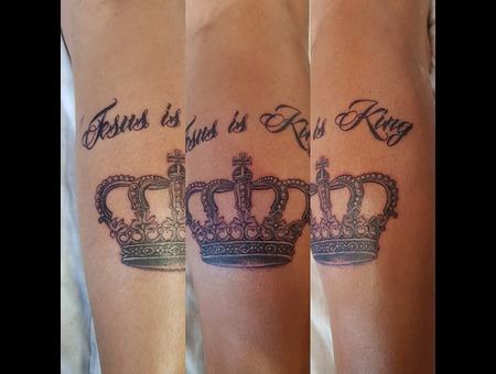 Crown  Lettering  Fine Line  Detail Black Grey Lower Leg