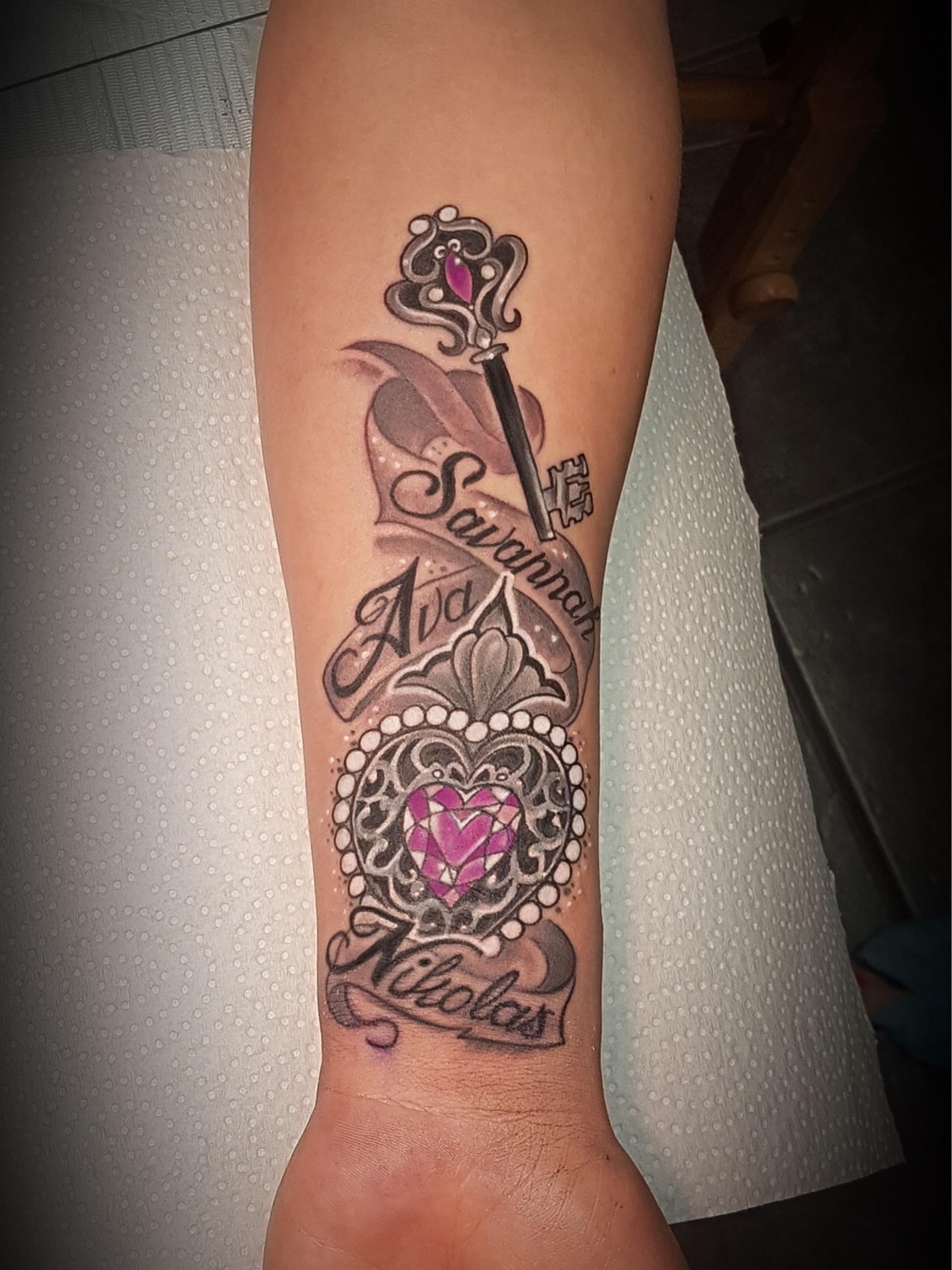 Jen danger certified artist for Tattoo school edmonton