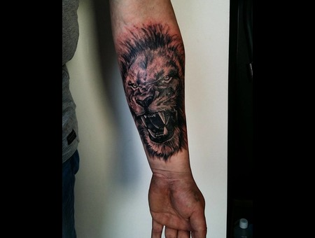 Lion Realism. #Inkandarttattoo Black Grey Arm