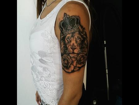 Lion  King Tattoo. #Inkandarttattoo Black Grey Shoulder