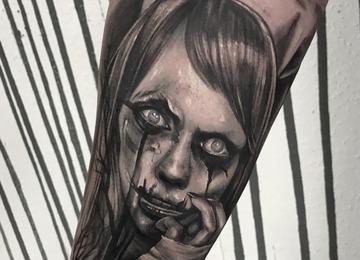 Instagram  @jewelz_tattoo
