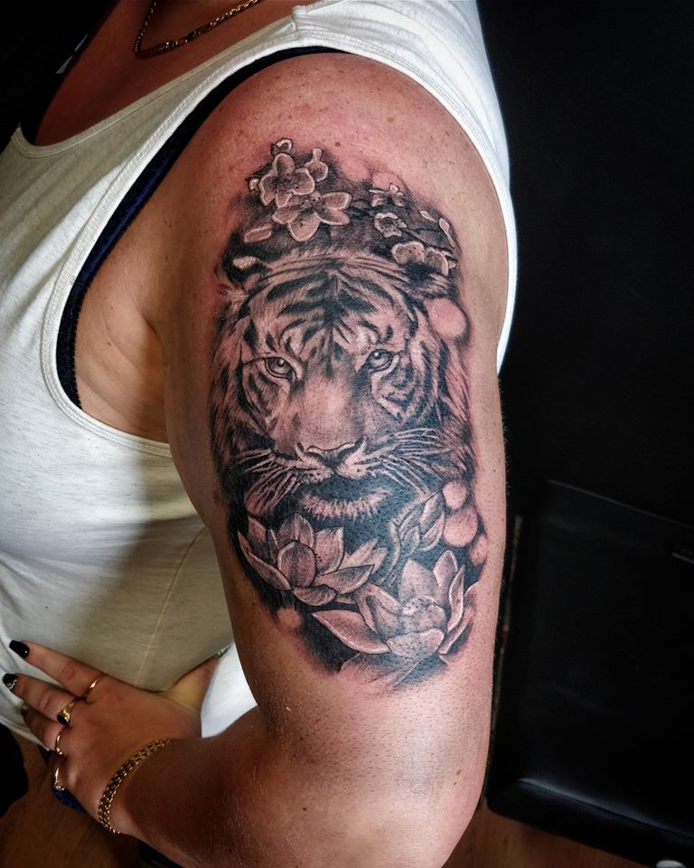 Tiger Tattoos And Flower: Certified Artist