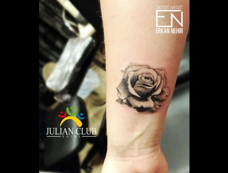 Rose Realism Black Grey Arm