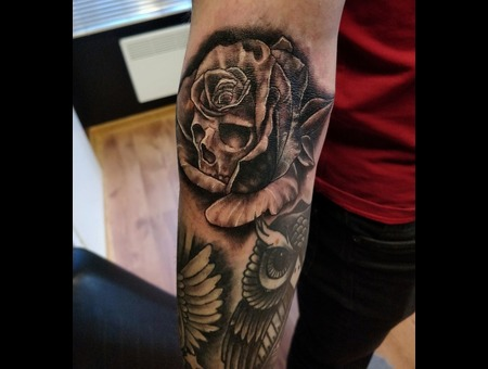Skull  Rose Tattoo Design. #Inkandarttattoo Black Grey Arm
