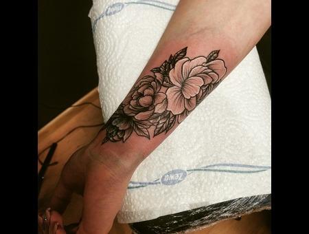 Flower Tattoo. #Inkandarttattoo Black Grey Arm