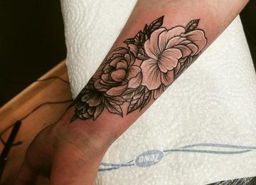 Flower tattoo. #inkandarttattoo