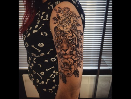 Tiger  Flower Tattoo. #Inkandarttattoo Black Grey