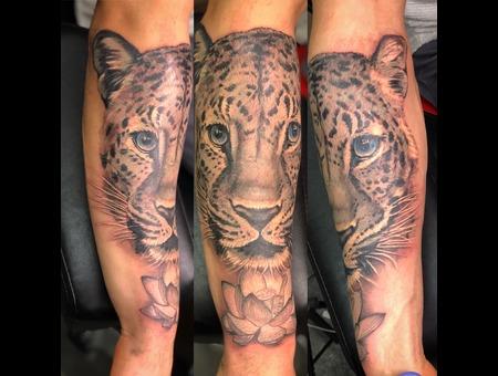 Jaguar  Realistic  Wildlife  Tiger  Lion Black Grey Forearm