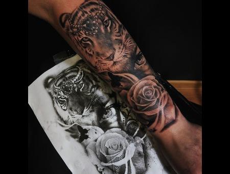 Tiger  Rose Tattoo Design. Ink&Art Tattoo Shop Black Grey Arm