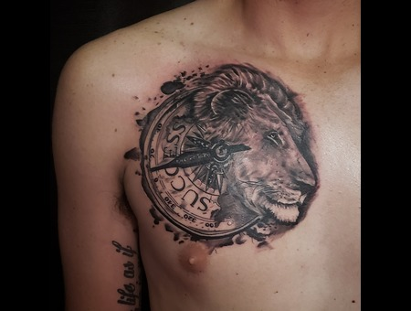 Lion  Compass Black Grey Chest