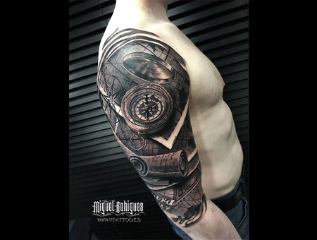Realism Black Grey Shoulder