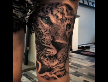 Leopard Black Grey Thigh
