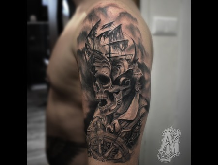 Pirate Skull Black Grey Shoulder
