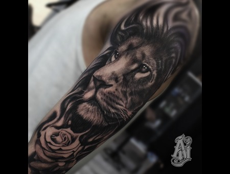 Lion Black Grey Shoulder