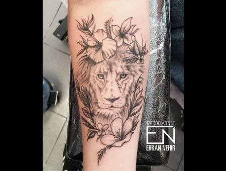 Lion  Flower  Floral  Erkan  Nehir  Marmaris  En  Studio Black Grey Arm