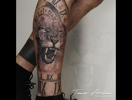 Lion Clock Black Grey Lower Leg