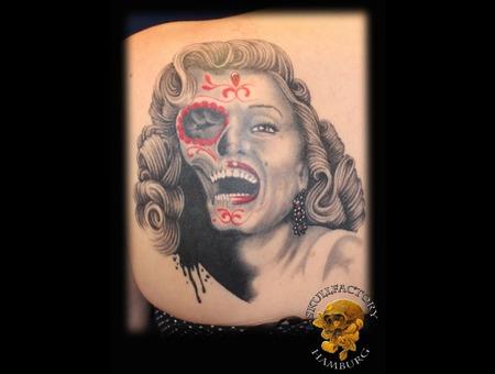 Marilyn Monroe  Realistic  Portrait  Skull Black Grey Shoulder