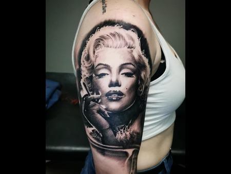 Marilyn Monroe Black Grey Arm