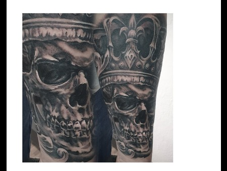 Skull With Crown Black Grey Forearm