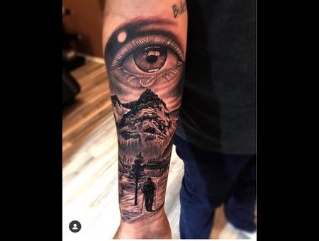 Montain Eyes Black Grey Forearm
