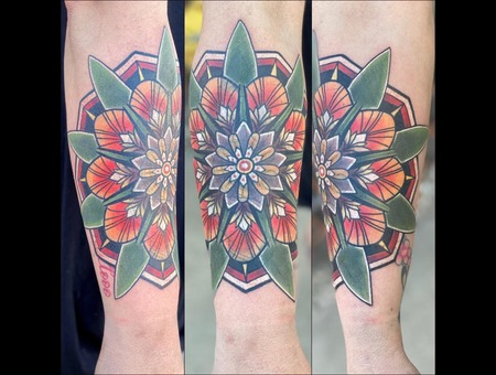 Cover  Mandala   Flower   Neo Color Forearm