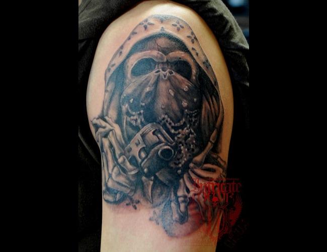 Skull  Gun Black White