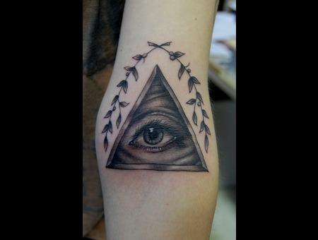 Pyramid  All Seeing Eye Black White Arm