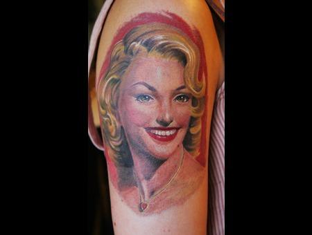 Marilyn Monroe  Portrait Color Arm