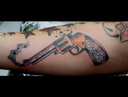 Gun  Pistole  Old School Color