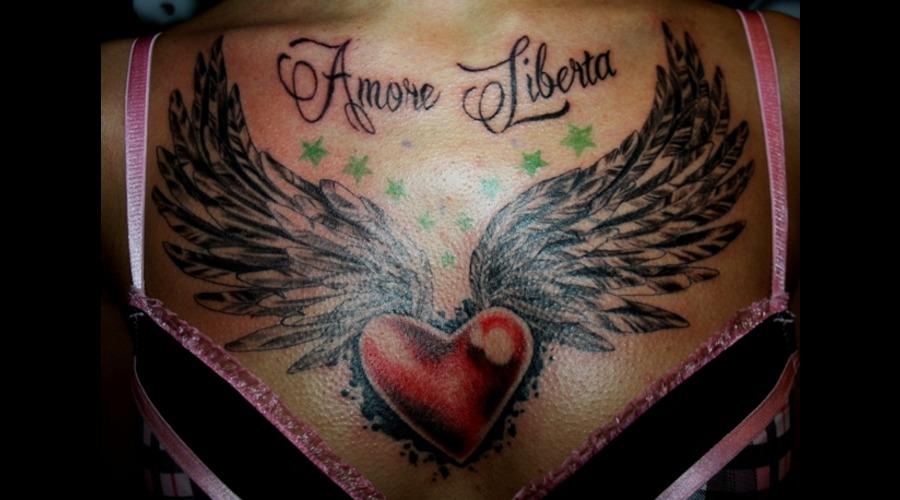 Chest  Brust Tattoo  Dekolte  Herz  Heart  Geflügeltes Herz Color