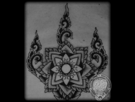 Dotwork Black White Back