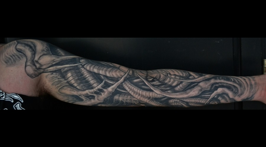 Biomech Sleeve Black White