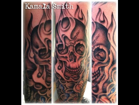 Skull  Elbow  Smoke Black White