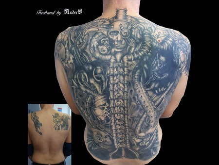 Biomechanik Black Large Eye Coverup Black White Chest