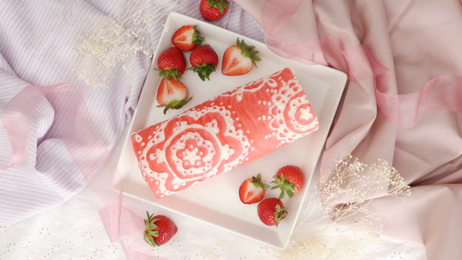 Laced Pattern Roll Cake Recipe