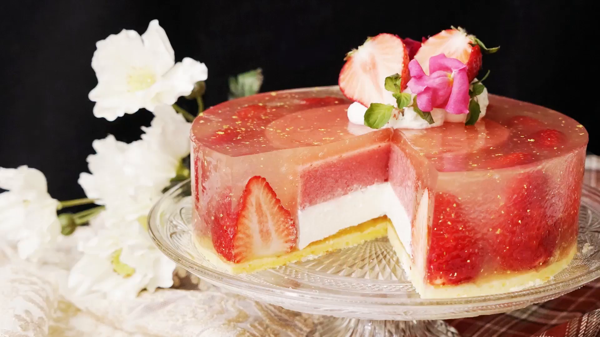 Luxury Strawberry Jelly Cake Recipe