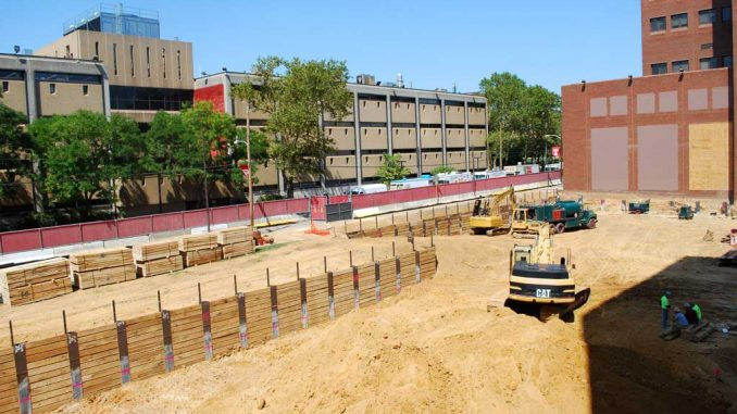 The site between Gladfelter Hall and the College of Engineering building will soon house the seven-story science, education and research center. ( ANDREW THAYER / TTN )