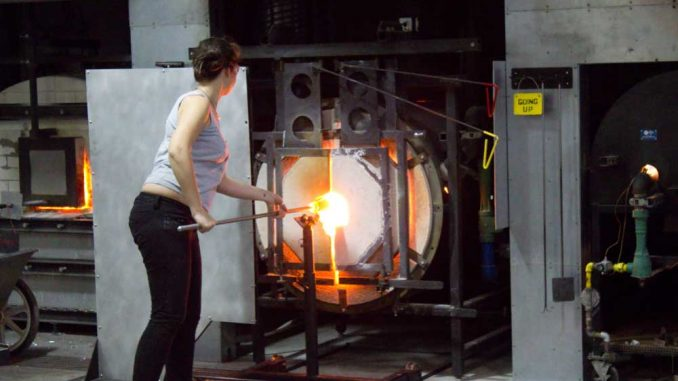 Students working in the glass studio handle materials with temperatures as high as 2,080 degrees Fahrenheit. For saftey, students are instructed to work in pairs and wear goggles. | LUIS FERNANDO RODRIGUEZ / TTN